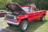 Красный 1979 джип пикап — Стоковое фото