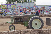 старый зеленый трактор супер 77 оливер — Стоковое фото