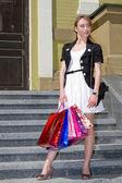шоппинг молодая женщина — Стоковое фото