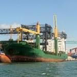 Cargo ship loading — Stock Photo #11584360