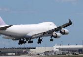 Heavy cargo jet — Stock Photo