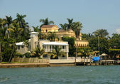 Luxury waterfront homes — Stock Photo