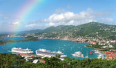 Rainbow over tropical island — Stock Photo