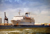 Old rusty cruise ship — Stock Photo