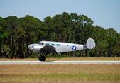 Vintage gümüş rengi uçak c-45 extender — Stok fotoğraf