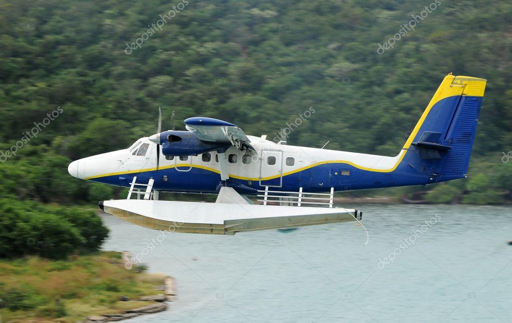 水上飞机起飞 — 图库照片08icholakov01#11633109