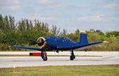 Blauw vliegtuig — Stockfoto