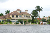Luxury waterfront home in Florida — Stock Photo
