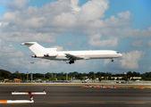Cargo jet landing — Stock Photo