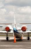 Jet flygplan bakifrån — Stockfoto