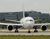 Vista frontal del avión — Foto de Stock