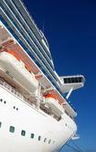 Cruise gemi yan görünüm — Stok fotoğraf