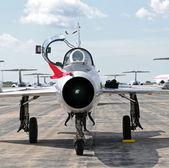 Straalvliegtuig vooraanzicht — Stockfoto