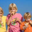 Ice-cream eating race — Stock Photo