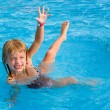 Happy girl in the swimming pool. — Stock Photo