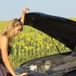 Woman checking under the hood — Foto Stock