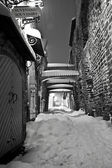 Snowy street in the Old Town of Tallinn, Estonia — Stock Photo