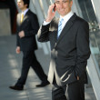 Senior business man smiling on the phone — Stockfoto