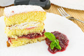 Cake with sour cherry jam — 图库照片