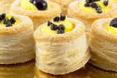 Vol- au vent with flakes of chocolate and black cherry — Stock Photo