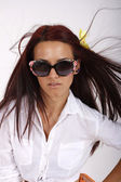 Portrait beautiful young girl with sunglasses — Stock fotografie