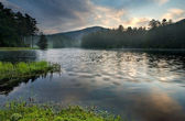 Sunrise over tranquil mountain lake — Stock Photo