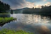 Sunrise over tranquil mountain lake — Stock Photo