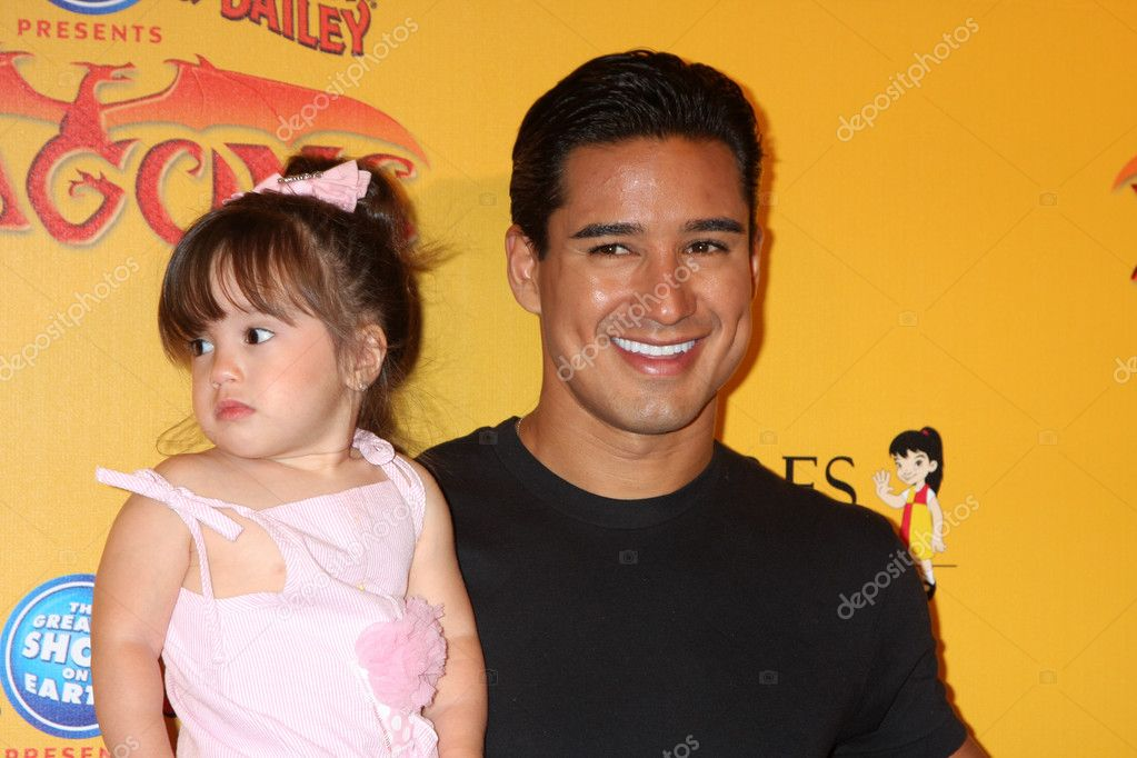 LOS ANGELES - JUL 12:  Mario Lopez and daughter arrives at 'Dragons' presented by Ringling Bros. & Barnum & Bailey Circus at Staples Center on July 12, 2012 in Los Angeles, CA — Stock Photo #11660236