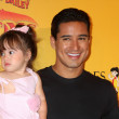 Mario Lopez and daughter — Stock Photo #11691851