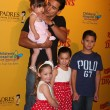 Mario Lopez and daughter (in his arms), and his neices and nephew — Stock Photo