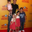Mario Lopez and daughter (in his arms), and his neices and nephew — Stock Photo #11691900