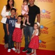 Courtney Mazza, Mario Lopez and daughter (in his arms), and his neices and nephew — Stock Photo