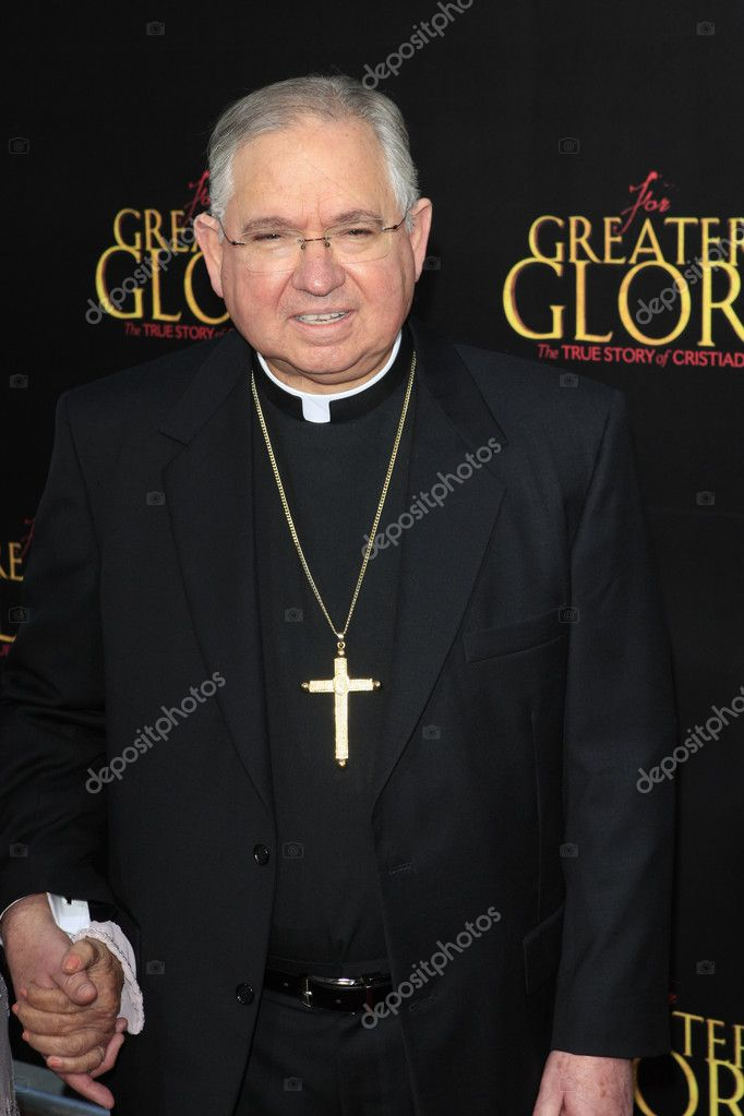 LOS ANGELES - MAY 31:  Jose Horacio Gomez arriving at the For Greater Glory Premiere at AMPAS Theater on May 31, 2012 in Beverly Hills, CA — Foto Stock #11695979