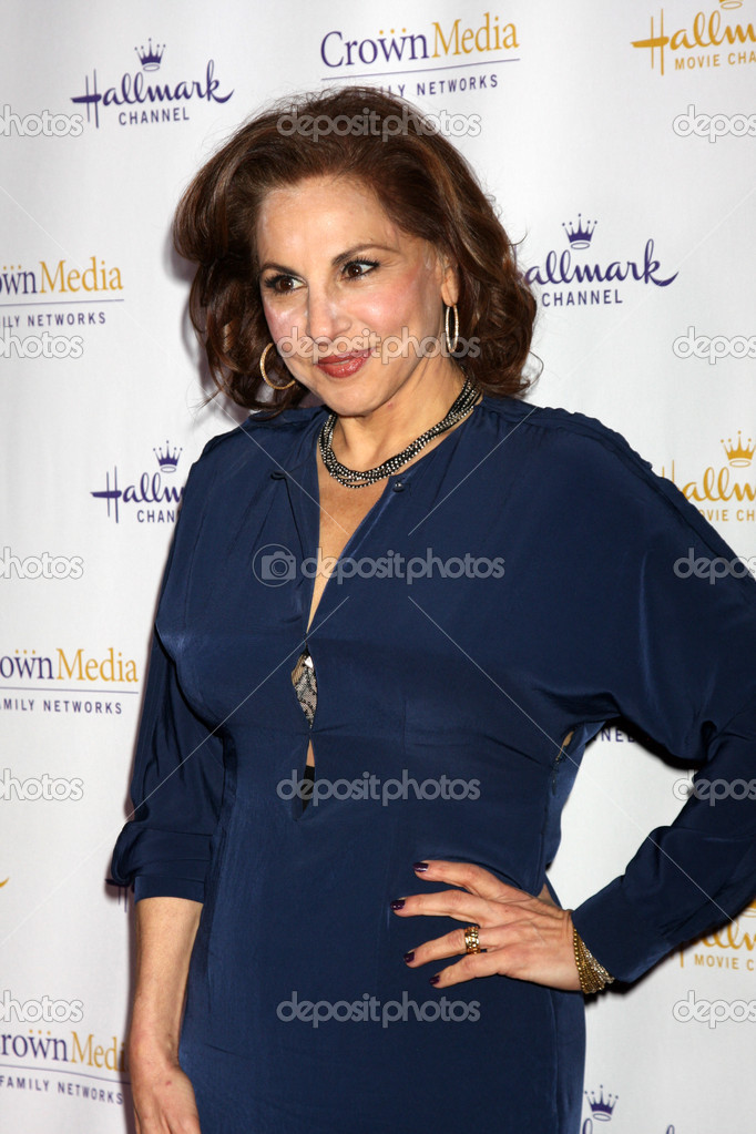 LOS ANGELES - JAN 14:  Kathy Najimy arrives at  the Hallmark Channel TCA Party Winter 2012 at Tournament of Roses House on January 14, 2012 in Pasadena, CA — Stock Photo #11704545