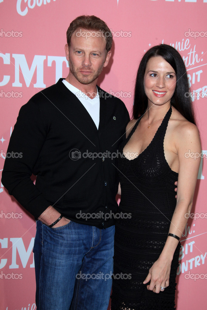 LOS ANGELES - APR 19:  Ian Ziering, Erin Kristine Ludwig  arrives at Jennie Garth's 40th Birthday Celebration & Premiere Party For Jennie Garth: A Little Bit Country at The London Hotel on April 19, 2012 in West Hollywood, CA — Stock Photo #11704546