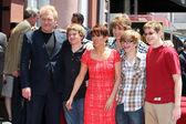 David Hunt, Patricia Heaton, their four sons — Stock Photo