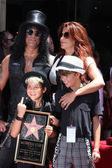 Slash, wife Perla and two sons — 图库照片