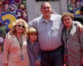 Jeff Garlin & Family — Stock Photo