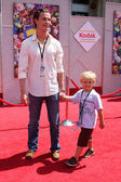 Erik Von Detten and Nephew Jake — Stock Photo