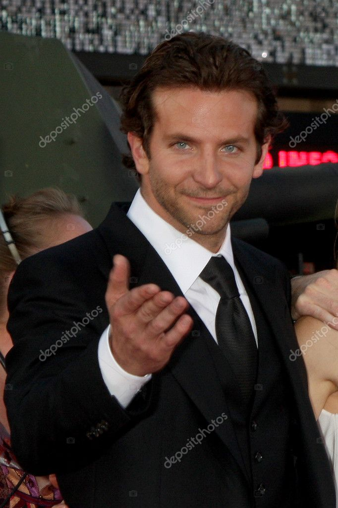 "Bradley Cooper arrives at the ""A-Team"" Premiere, Grauman's Chinese Theater Los Angeles, CA June 3, 2010 — Stock Photo #11754027"