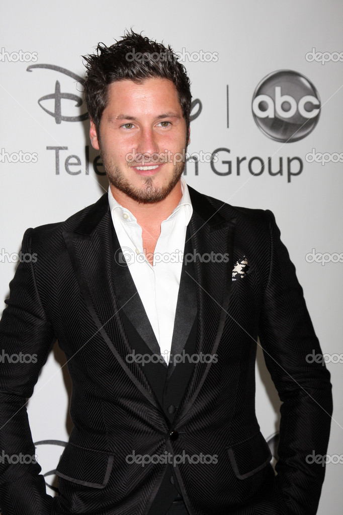 LOS ANGELES - JUL 27: Val Chmerkovskiy arrives at the ABC TCA Party Summer 2012 at Beverly Hilton Hotel on July 27, 2012 in Beverly Hills, CA — Stock Photo #11910460