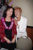 Nancy Kwan, Jeanne Cooper — Stock Photo
