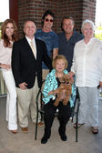 Tracey Bregman, Michael Maloney, Ronn Moss, Doug Davidson, Susan Flannery, Lee Bell (seated) — Stock Photo