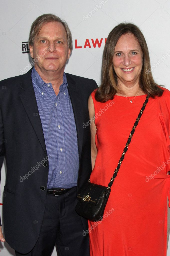LOS ANGELES - AUG 22:  Douglas Wick, Lucy Fisher arrives at the Lawless LA Premiere at ArcLight Theaters on August 22, 2012 in Los Angeles, CA — 图库照片 #12355996