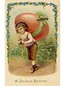 Een vintage pasen briefkaart van een kind met een groot ei op zijn rug — Stockfoto