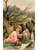 Arka planda bir kilise ile nehir kenarında bir kuzu ile küçük bir meleğin vintage paskalya kartpostal — Stok fotoğraf