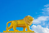 Lion statue Roman style on sky background — Foto Stock