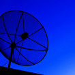 Satellite dish in blue sky — Stock Photo