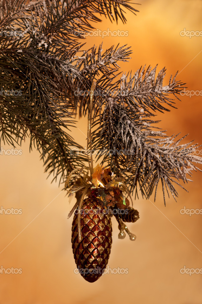 Fresh green pine branches and a gold bump — Stok fotoğraf #11980125