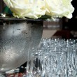 White roses and glasses for champagne — Stock Photo